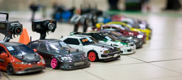 How to Build a Racetrack for your Radio-Controlled Cars